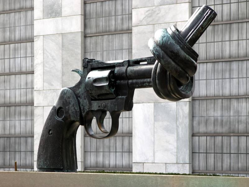 Pistole_Knoten_UNO_Rainer-Sturm_pixelio_gross