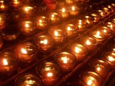 Kerzen_Claudia-Hautumm_pixelio-de