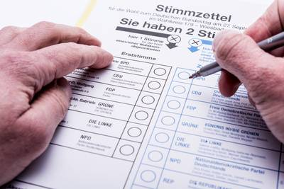 Stimmzettel_Politik_Timo-Klostermeier_pixelio-de