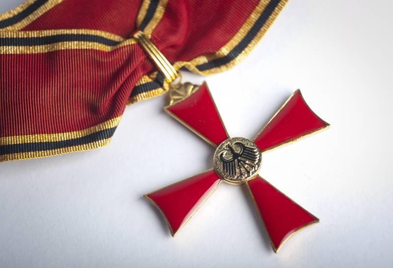 Grosses_Verdienstkreuz_bundespraesident-de