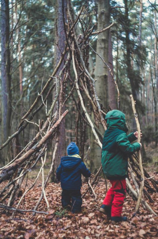 Natur_Kind_Baum_markus-spiske_unsplash_klein