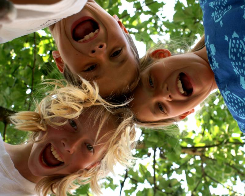 Begeisterte-Kinder_by_Stephanie-Hofschlaeger_pixelio-de