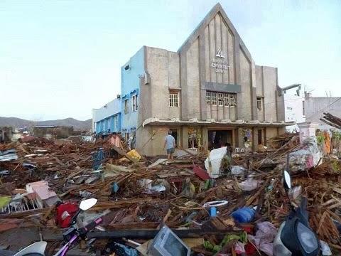 Adventistische Kirche mitten in verwüsteter Gegend